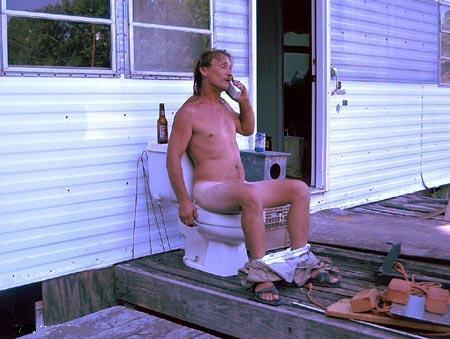 Человек, который разговаривает, восседая на белом троне, или Туалетный хам