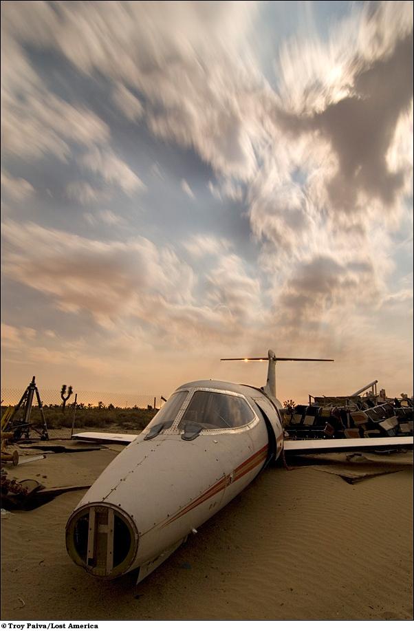 Останки реактивного самолёта Lear.