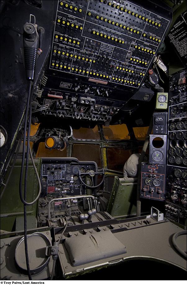 Приборная панель KC-97 Stratotanker.