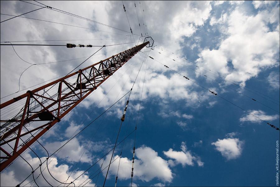 На высоте примерно 265 метров находится восьмигранник по которому можно спокойно походить