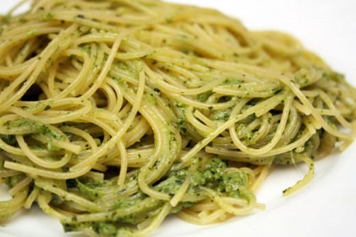 Спагетти с соусом  песто (из базилика)