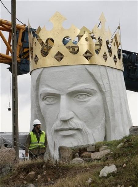 Самая высокая статуя Иисуса Христа возведена.