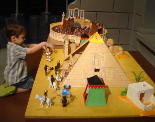 Playmobil пирамида