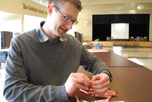 Американские подростки научились курить конфеты