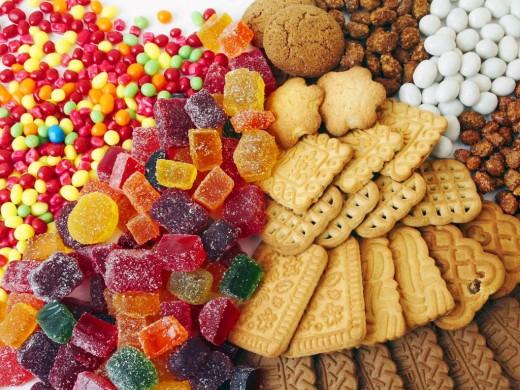 Ученые предлагают ввести одинаковый запрет на сахар, водку и сигареты