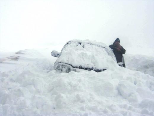 Как выжить в снежном сугробе – советы ГАИ