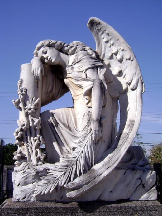 Необычные памятники порождают легенды