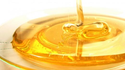 Ученые рассказали, почему мед может храниться вечно