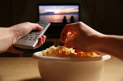 Смотреть кино дома или в кинотеатре?
