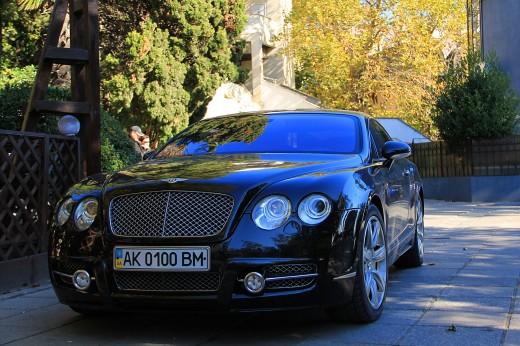 Luxury автомобили на улицах наших городов