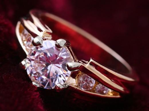Кольцо с бриллиантами из золота - подарок, говорящий сам за себя
