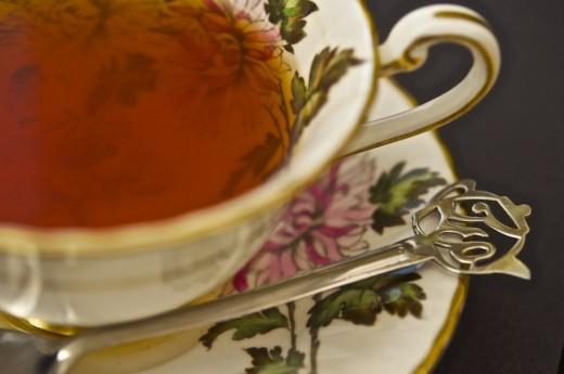 Чай проверяют горячей водой