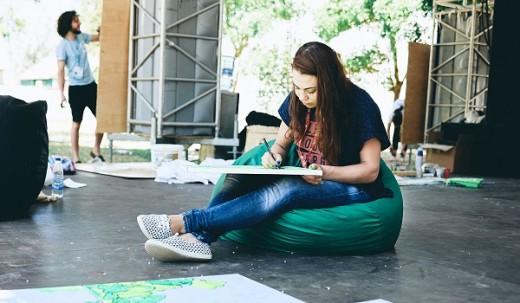 Анастасия Дубач: красочный арт-объект посвящается любимым учителям и школьным друзьям