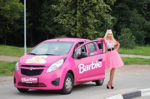 Благотворительная акция от живой куклы Барби