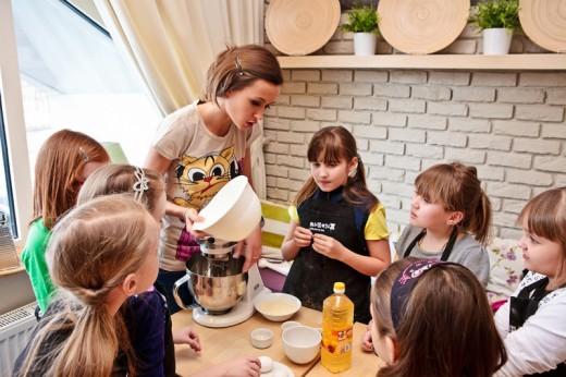 Отдых с детьми в семейном кафе