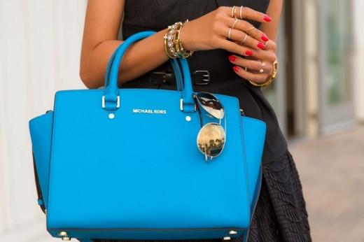 Женская сумка – показательное дополнение к образу
