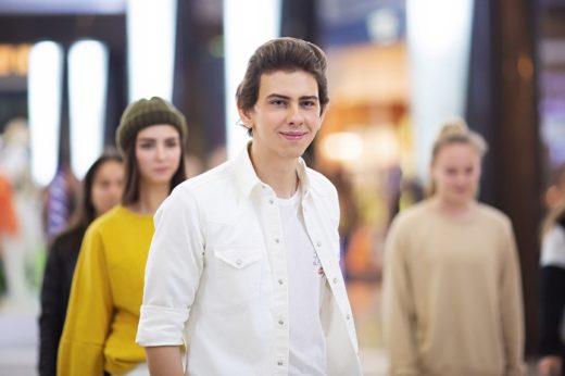 С подачи исполнителя ВладиМира в московском ТЦ прошел флешмоб в поддержку «антихейта»