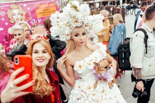Русская Барби организовала парад блондинок