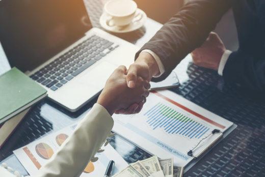 Международный сервис поиска и аналитики вакансий Adzuna провел исследование российского рынка самых высоких и низких зарплат в 17 российских регионах