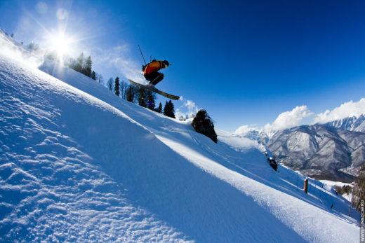 5 самых популярных горнолыжных курортов России