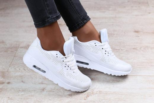 Белые кроссовки - самая модная обувь для нее и для него