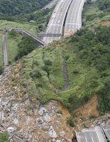 Оползень снес Национальное шоссе (фото)