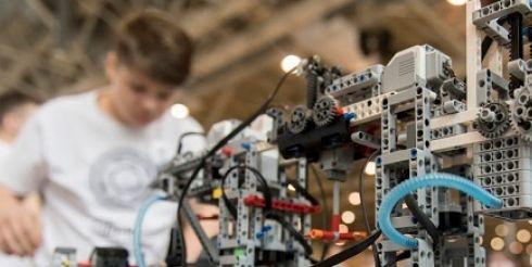 Компания LEGO Education поддерживает юных инженеров