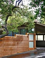 Деревянные заборы скроют двор от посторонних