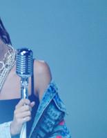 Певица Дэя представила новый клип на песню «Не заштопаю»