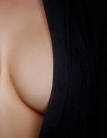Увеличение груди: в чем особенности и риски