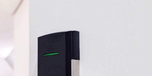 Модернизированные электронные замки для гостиничных дверей: выбор устройств с установкой
