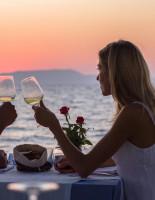 Ужин при свечах у моря