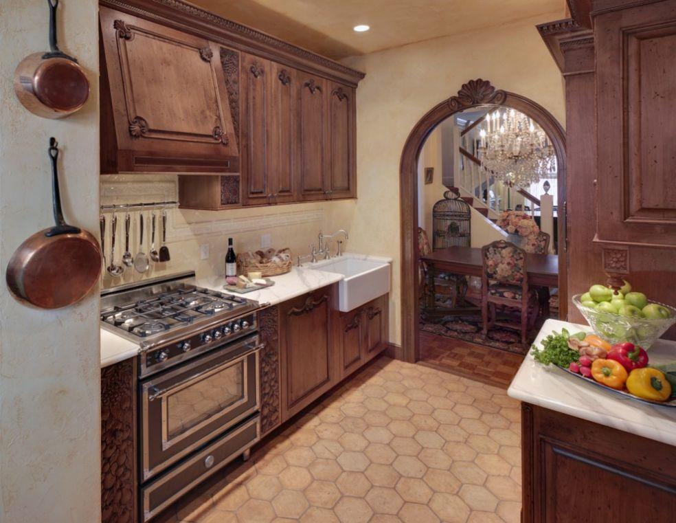 Кухня резного дерева