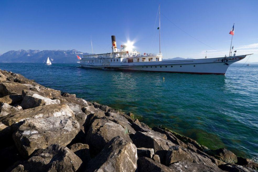 Катер на Женевском озере