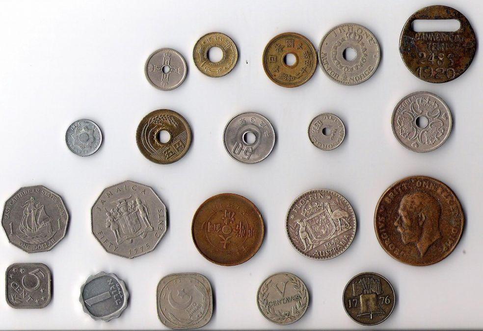 Монеты с отверстиями и без