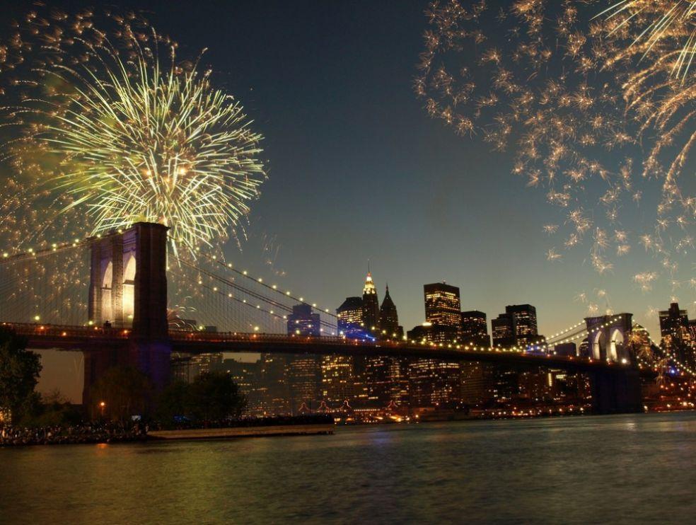 Фейерверк в день 125-летия Бруклинского моста