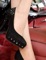 Как правильно носить обувь на высоком каблуке?