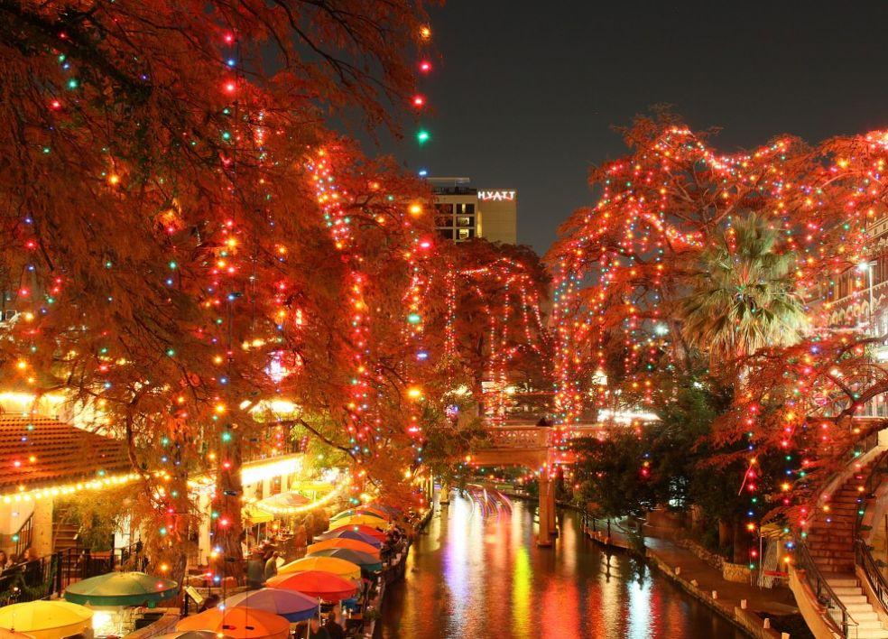 """Рождественская """"елка"""" в Большом Бивере, Мичиган, США"""