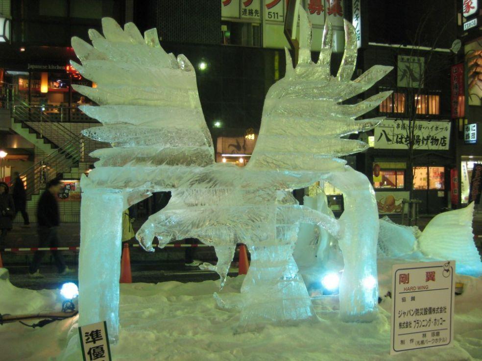 Скульптура оленя на Фестивале ледяных фигур в Аляске