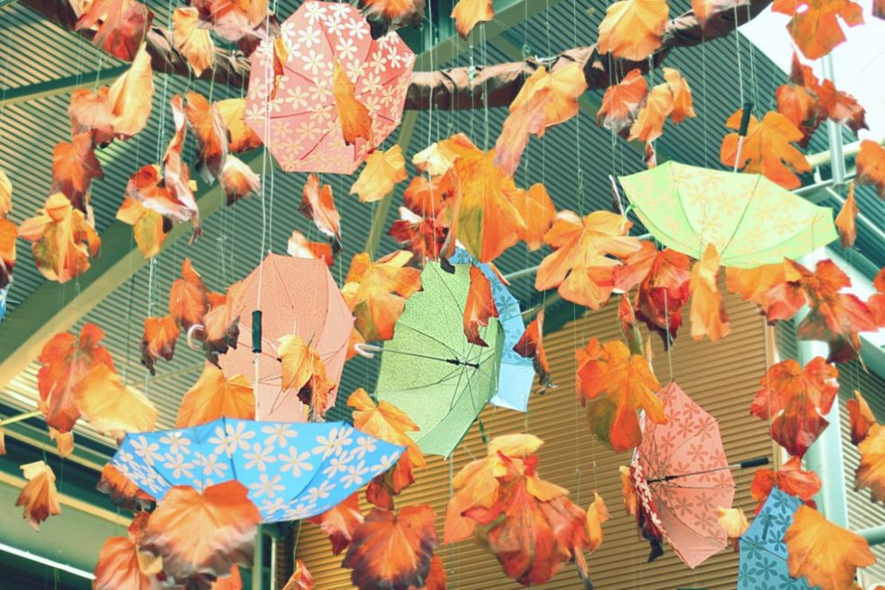 Зонтики перед магазином в Тампелле, Финляндия