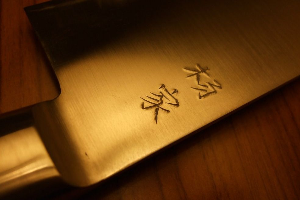 Японский кухонный нож с гравировкой