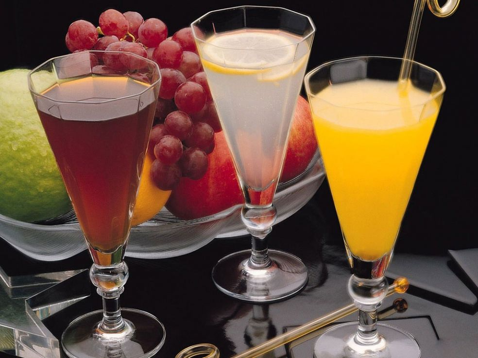 Яблочный сок третье сок из клюквы и