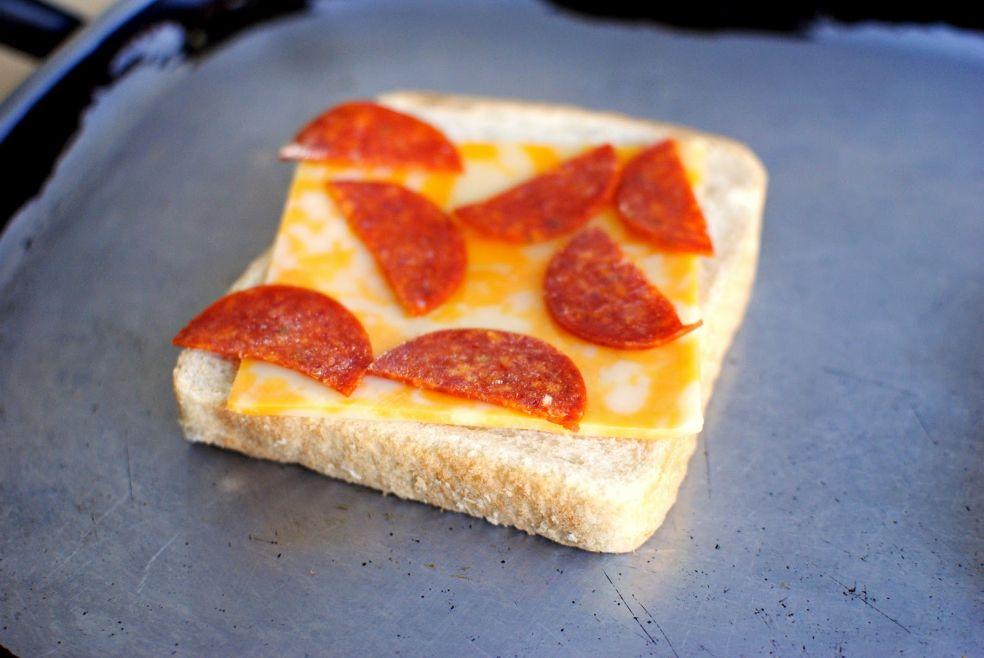 Двухэтажные пицца-сэндвичи фото-рецепт