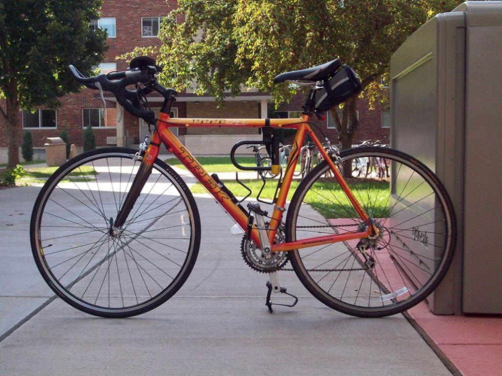 Велосипед на парковке