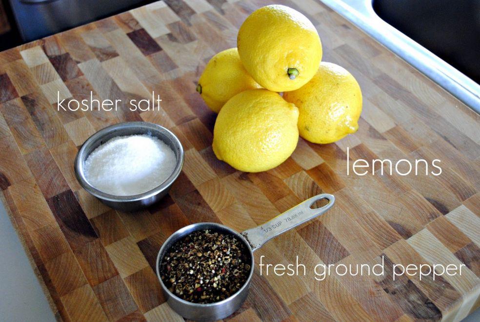 Соль крупного помола, лимоны, свеже молотый перец