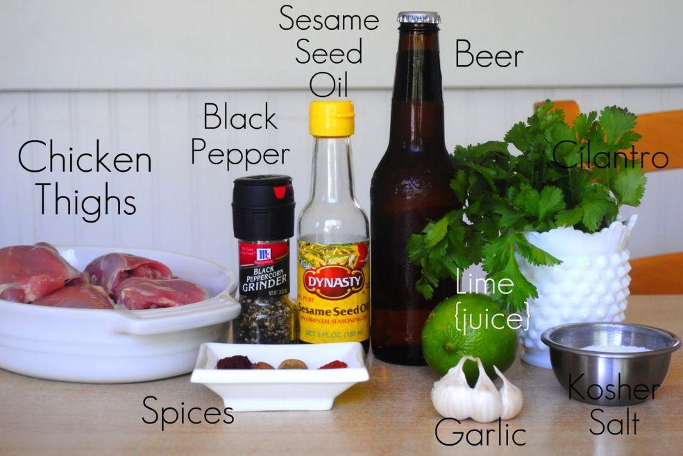 Кунжутное масло, пиво, черный перец, куриные бедрышки, петрушка, лайм, соль крупного помола, специи, чеснок. Все ингредиенты простые и легко доступные