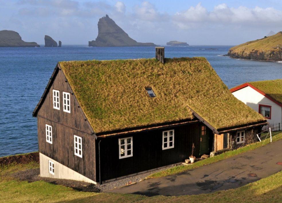 Зеленая крыша на Фарерских островах
